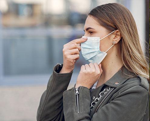 Le mascherine accentuano i problemi di udito